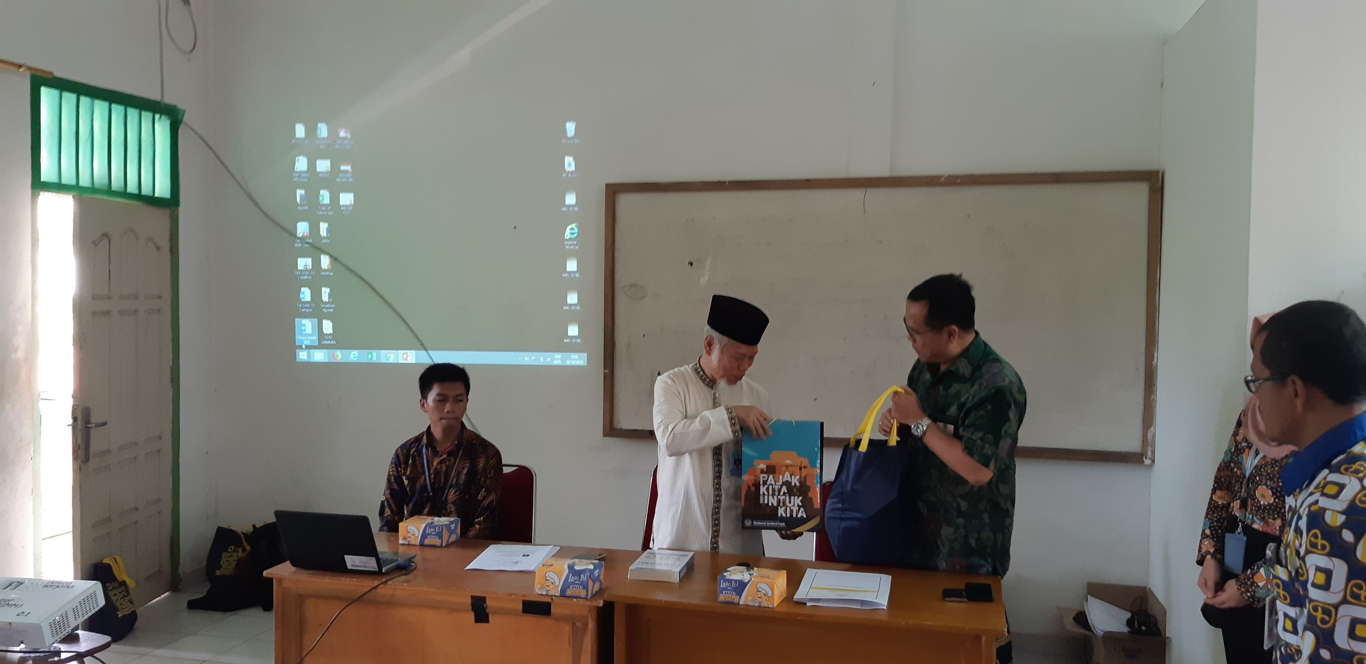 pajak goes to campus